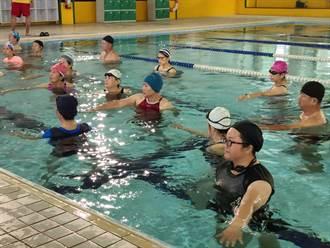 安定游泳池水中太極課爆滿 區長允諾日後多辦活動