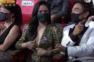 金鐘55/Sandy不忍了 當眾「扯開禮服」尬蔡尚樺