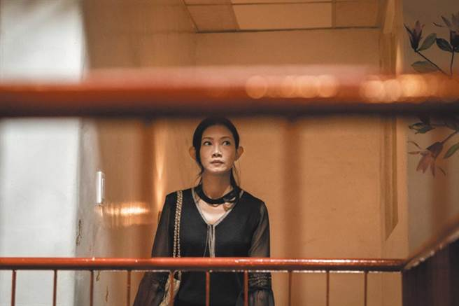 吳奕蓉首度跨足戲劇演出,挑戰多項性愛橋段,戲劇張力強。(客台提供)