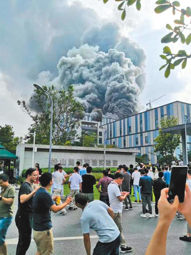 华为东莞研发实验室25日惊传火灾。图/取自网路影片