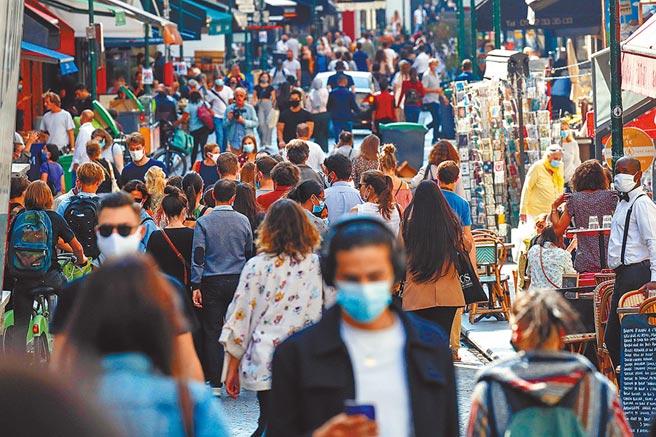 全球面臨來勢洶洶的第二波新冠疫情。根據最新統計,全球確診病例累計3240多萬人,死亡人數逼近100萬。(路透)