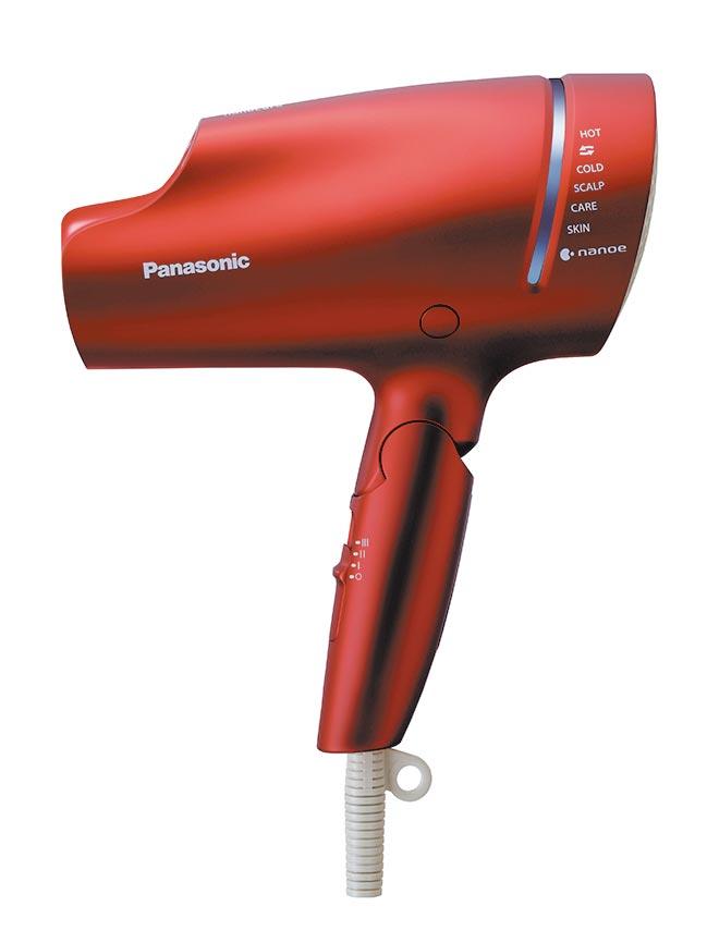 Panasonic奈米水離子吹風機精裝版EH-NA9B,嚴選價6980元,獨家加贈1690元電子現金券,限量50台。(中壢大江購物中心提供)