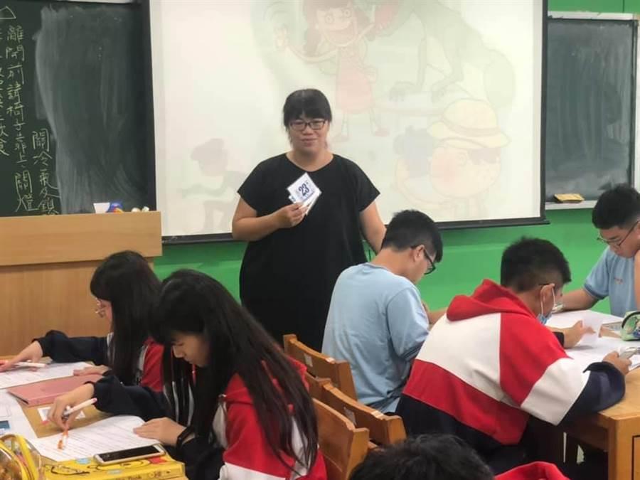 六和高中地科老師陳秋雯教案勇奪全國創新教學獎。(呂筱蟬攝)
