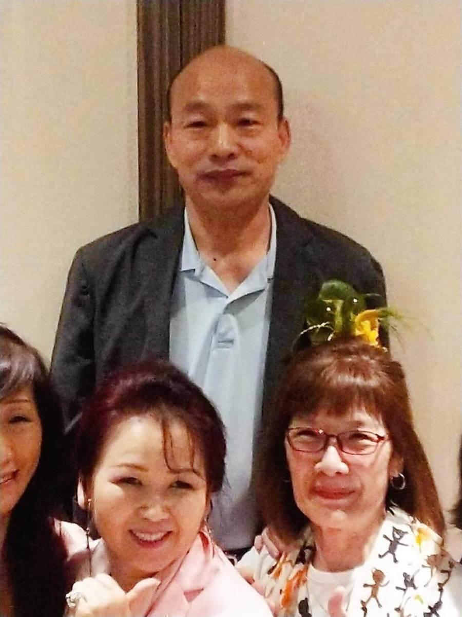 韓國瑜與友人歡聚。(翻攝「韓黑父母不崩潰」粉專)