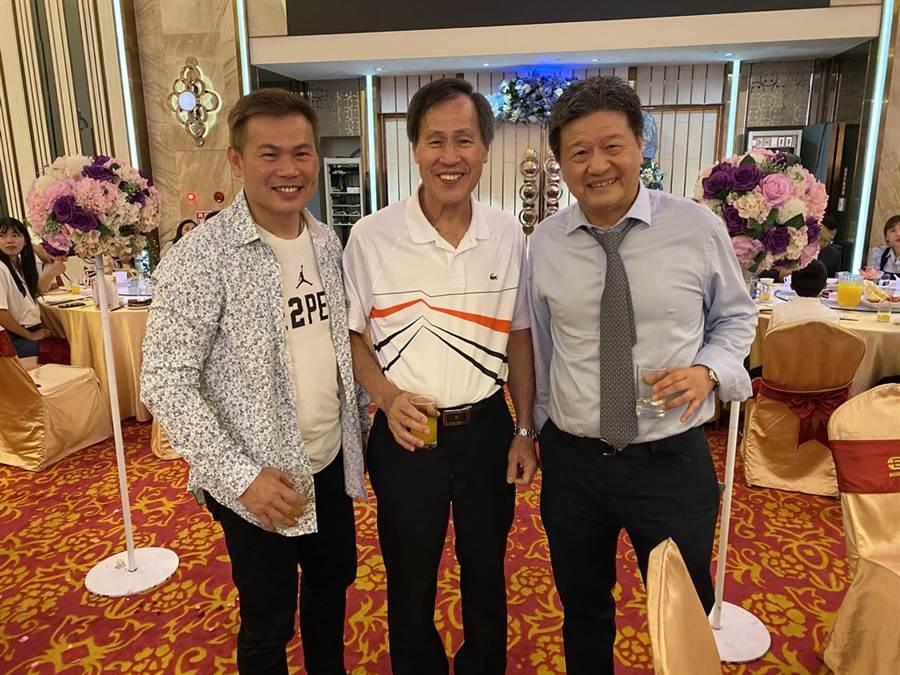 台啤總教練周俊三(左)、前台體教練麥財振(中)與台啤顧問閻家驊。(黃及人攝)