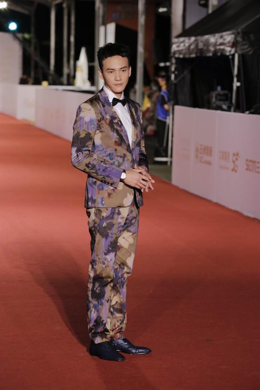 曹晏豪西裝上油畫般的布花和合身剪裁讓人驚艷不已。(圖/廖映翔攝)