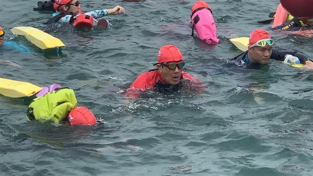 馬英九第8次參加萬人泳渡,成績優於去年。(廖志晃攝)