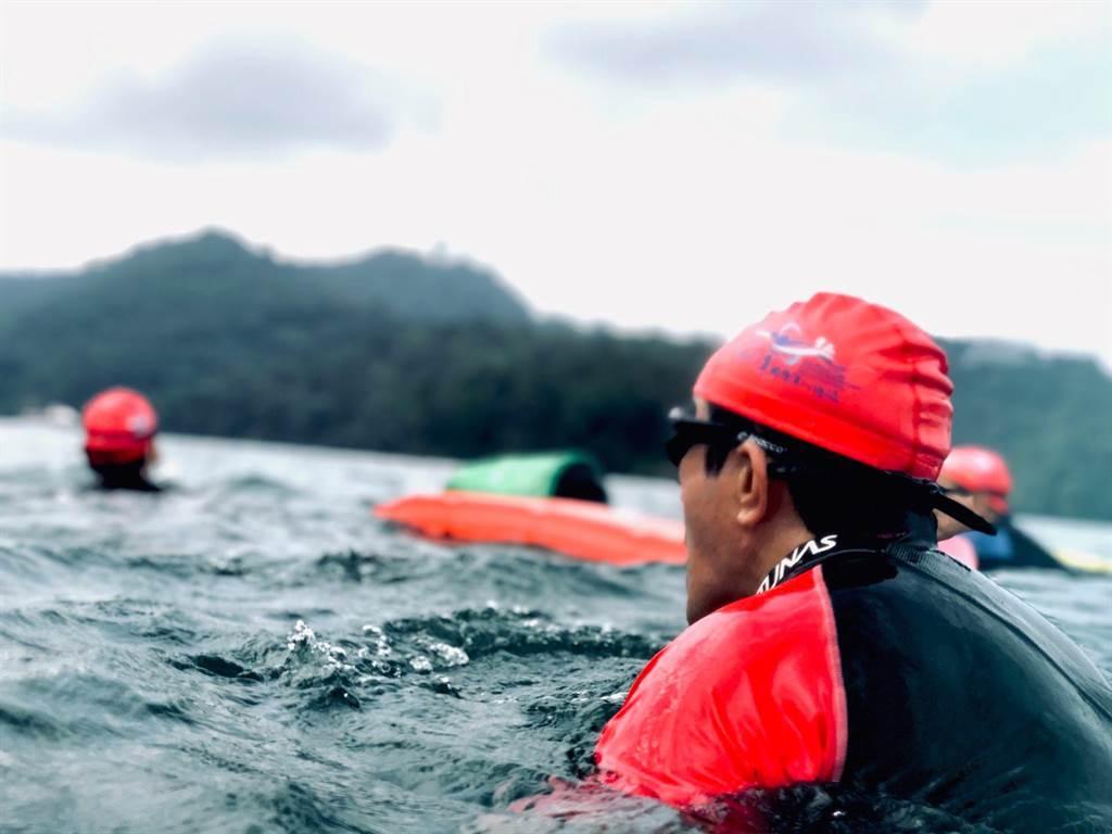 前總統馬英九參加日月潭萬人泳渡,成績2小時03分。(圖/摘自馬英九臉書)