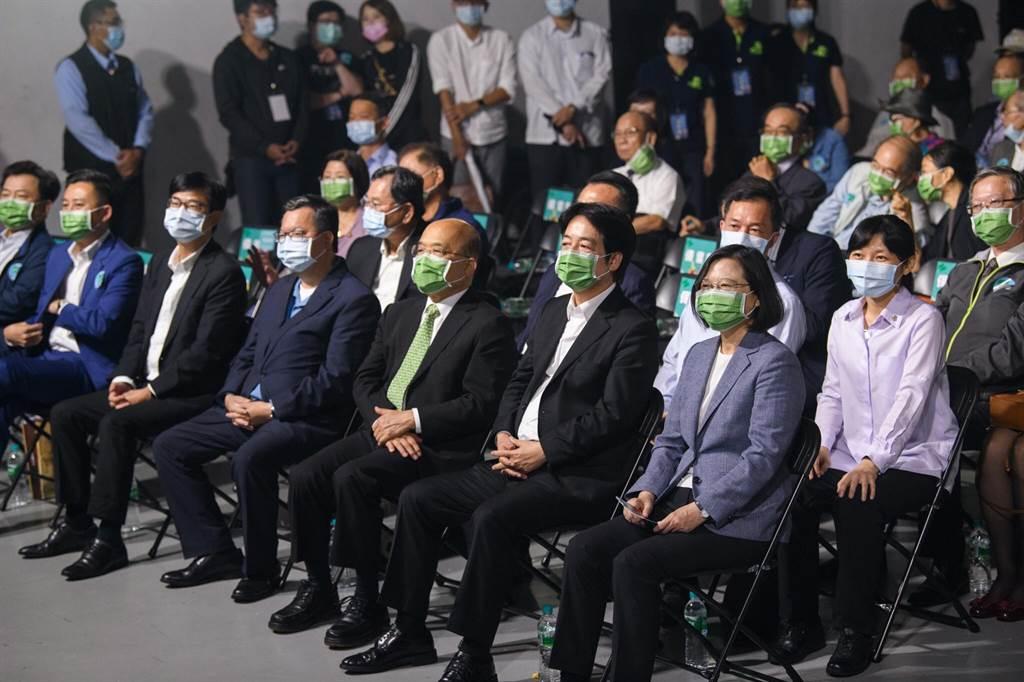 民進黨今天舉辦「民主開唱」音樂會,透過青年臉孔在音樂會露出的安排,象徵對年輕人的重視。(民進黨提供)