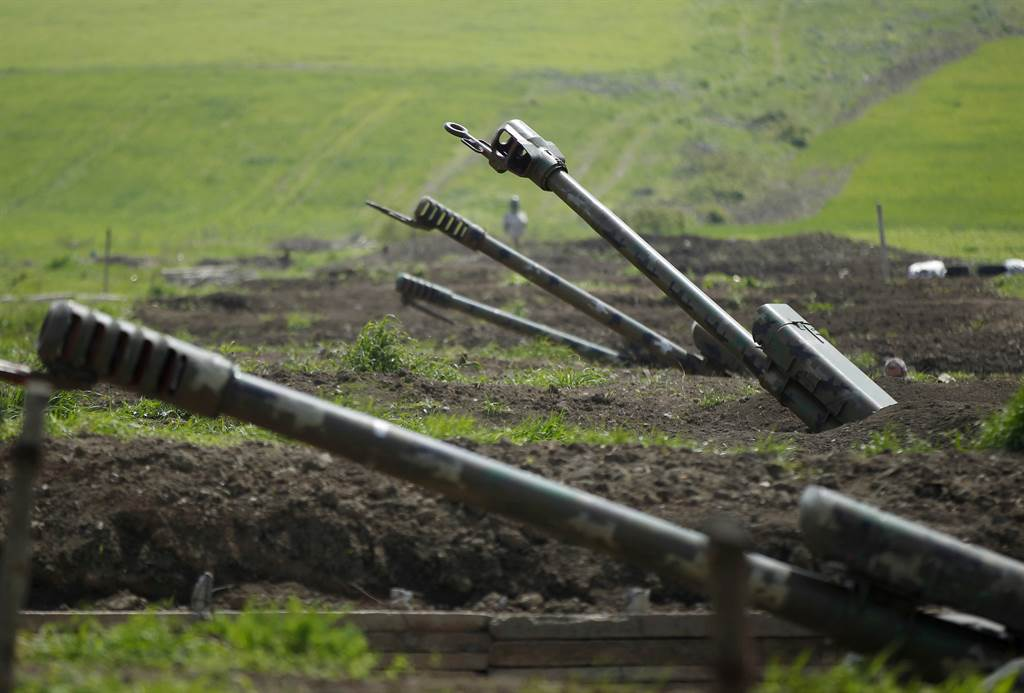 亞美尼亞靠近納戈爾諾-卡拉巴赫地區的炮兵陣地。(路透)