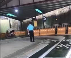 監理站路考慘摔女身分曝光!妙齡女軍人借車補考駕照