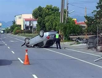 男開車撞進輪胎行大翻車 駕駛傻回:我恍神