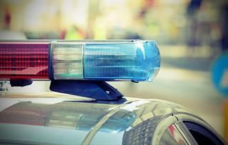 巨乳女警巡邏車上與男同事大演吞吐戲碼 導航全紀錄給出賣了