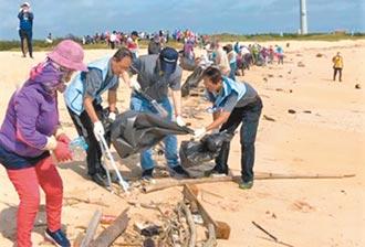 澎湖千人淨灘 清出6000公斤廢棄物