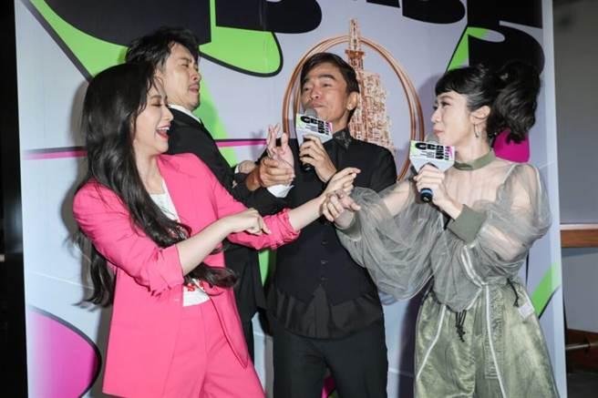 Sandy(左起)、陈汉典、吴宗宪与Lulu四人互动超逗趣。(石智中摄)