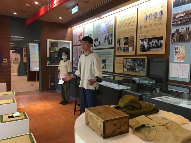 王育德紀念館2周年館慶活動「被遺忘的戰後臺灣人」27日壓軸場由阿伯樂戲工場帶來「大時代小劇場-出征人群像」演出。(曹婷婷攝)