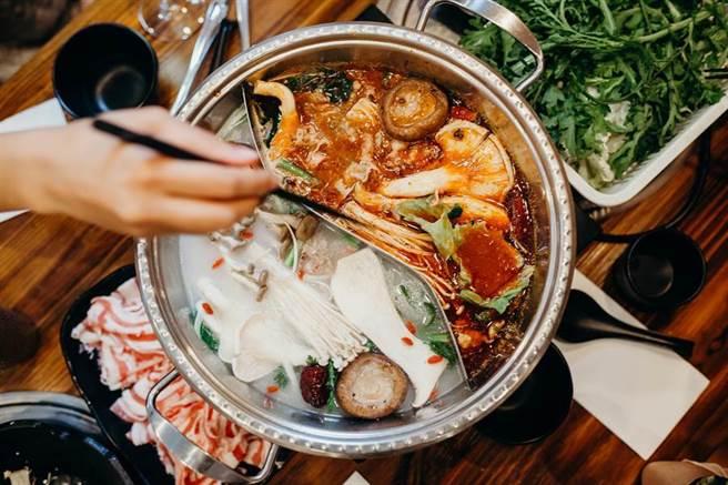 吃到飽餐廳待超時,客人曝想多吃2碗不料下場悽慘。(示意圖/達志影像)