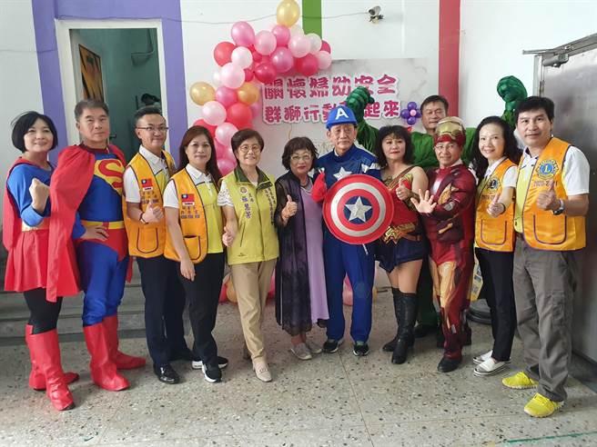雲林縣各界組成「婦幼英雄聯盟」,宣導婦幼權益。(張朝欣攝)