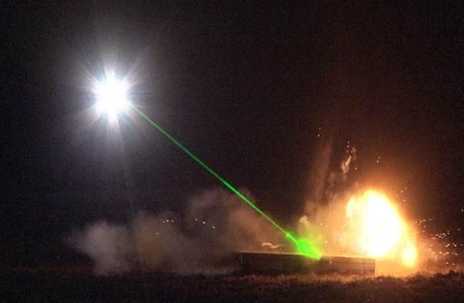 雷射除雷車原型機在2015年2月的測試時,引爆了一顆未爆彈,證實概念可行(圖/紅石測試中心)