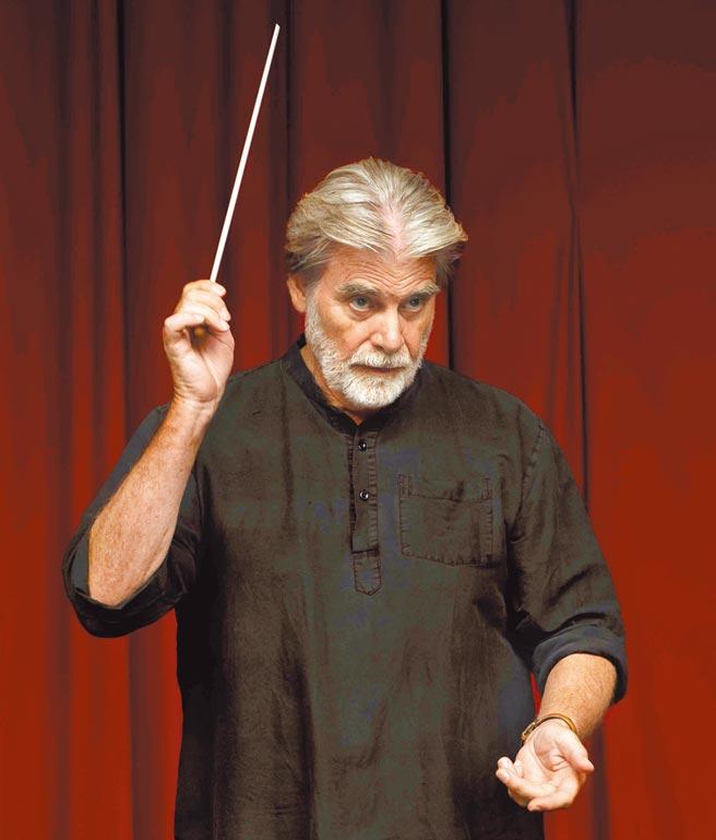 影帝彼得西摩尼謝克原本就有音樂背景,演起指揮家得心應手。(海鵬提供)