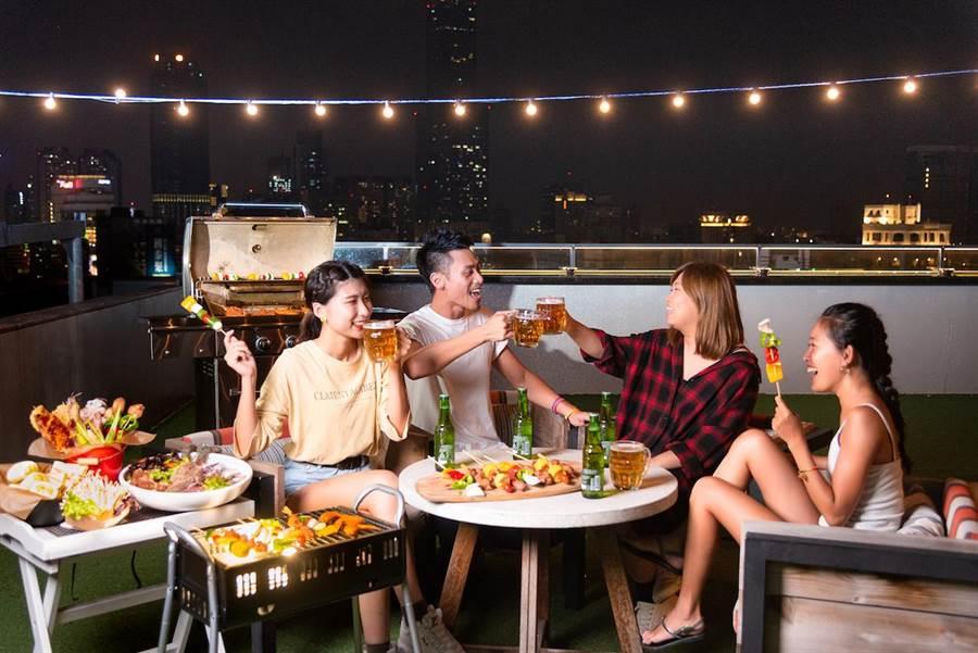 高雄英迪格酒店今年延續好評再次推出「超Chill高空烤肉趴」。(英迪格酒店提供)