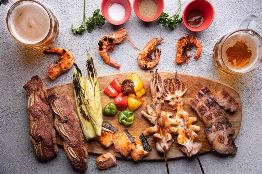「超Chill高空烤肉趴」海陸食材豐盛。(英迪格酒店提供)