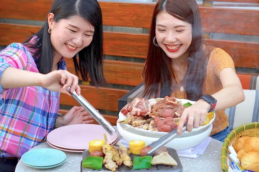 「超Chill高空烤肉趴」海陸食材豐盛。(何書青攝)