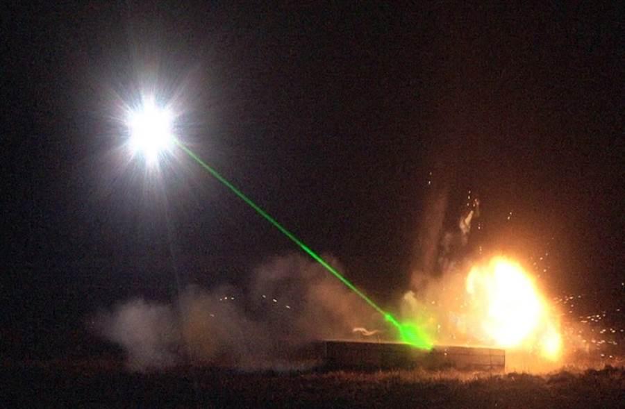 雷射除雷车原型机在2015年2月的测试时,引爆了一颗未爆弹,证实概念可行(图/红石测试中心)