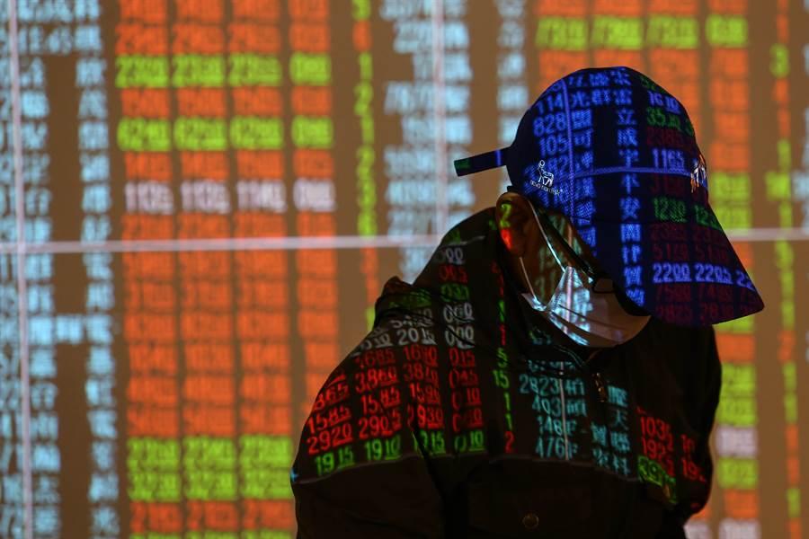 專家提醒,若最近沒有明顯主流出現,建議股票開始減碼經營,以避風險。(資料照)