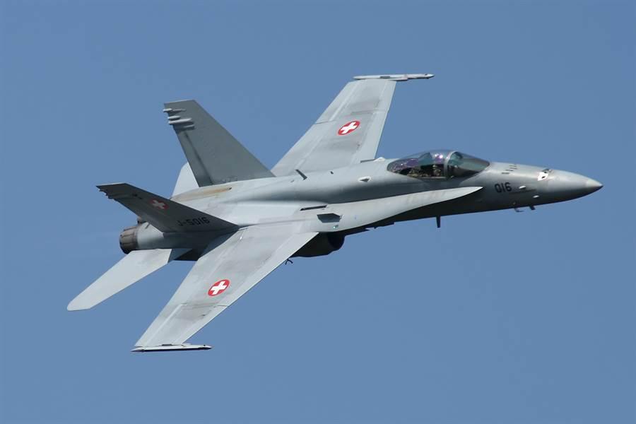 瑞士空军的F/A-18C战机,已经老旧需要汰换。(图/瑞士空军)