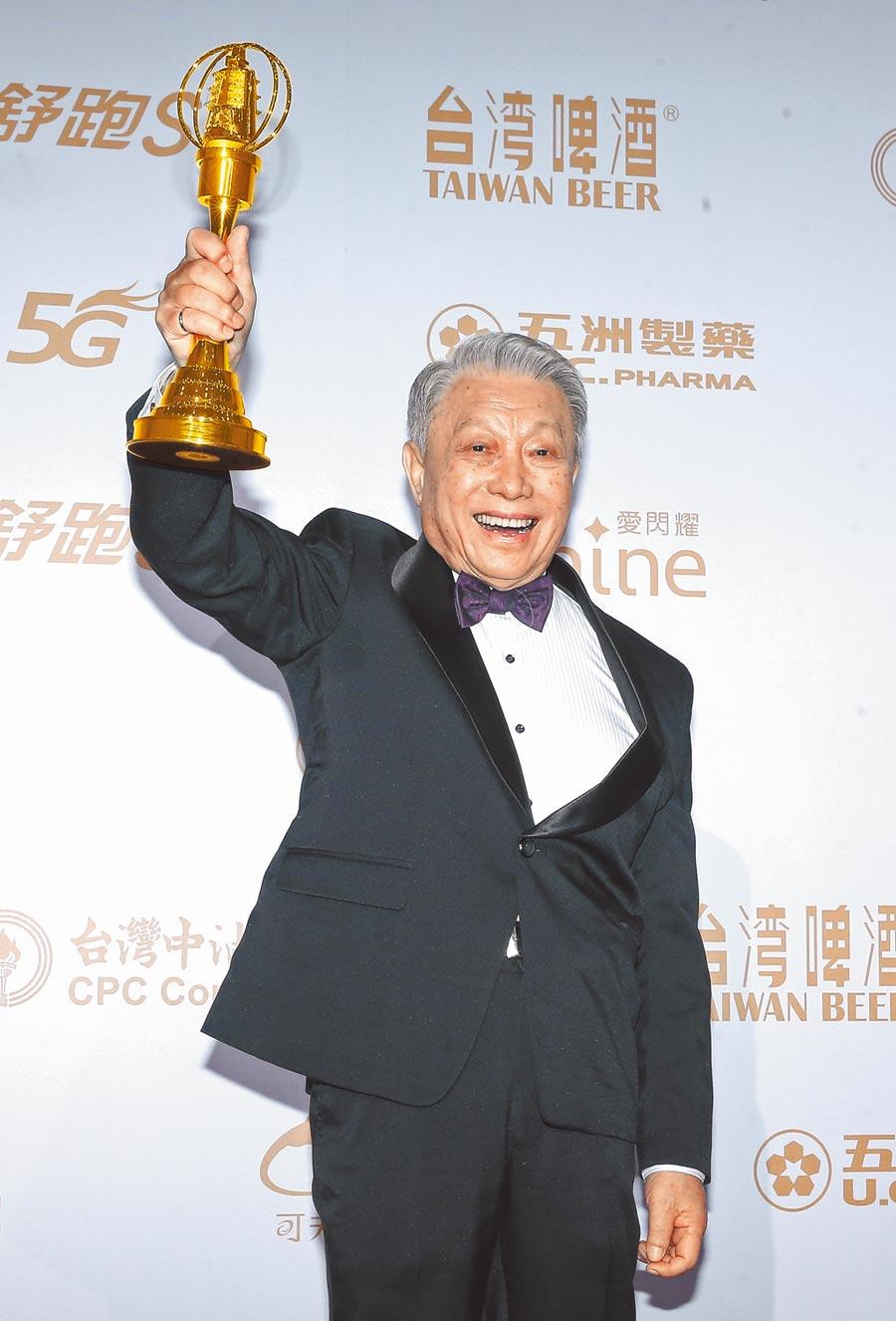 林義雄昨開心領獎,85歲仍不輕易退休。
