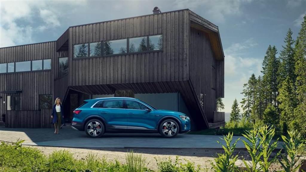 Audi e-tron 電動車登台 289 萬元起!購車享 1 年環島充電免費 + 快充基金,再送 10 萬元原廠套件
