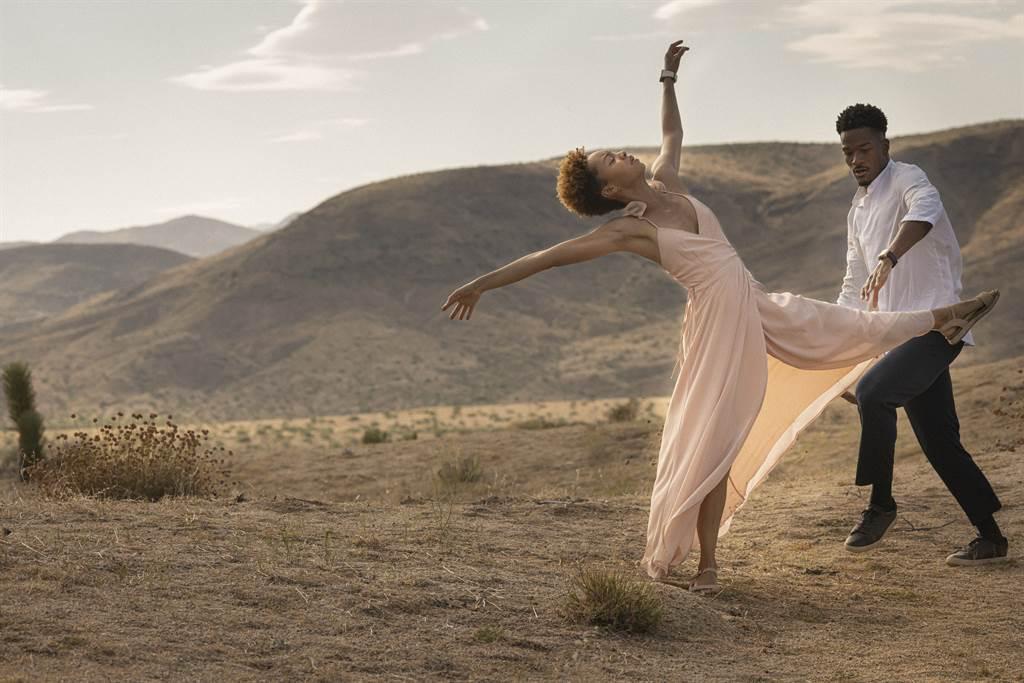 舞者用優美的肢體表現RM 72-01,同時做到時間、身體與音符的美好交織。/ RICHARD MILLE提供