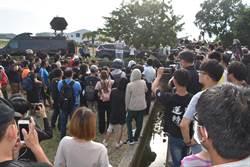 小貨車司機惡意逼車重機案 警方到水產行預防私刑