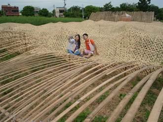農田中的45米竹編毛巾 行銷雲林虎尾毛巾產業