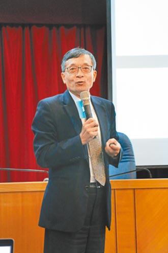 政大金融系兼任教授李桐豪 交易成本高 信用卡漸被取代