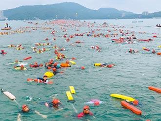 2萬人泳渡日月潭 上岸戴口罩