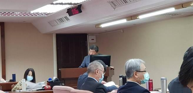 (衛福部長陳時中28日赴立法院衛環委員會報告。圖/郭建志攝)
