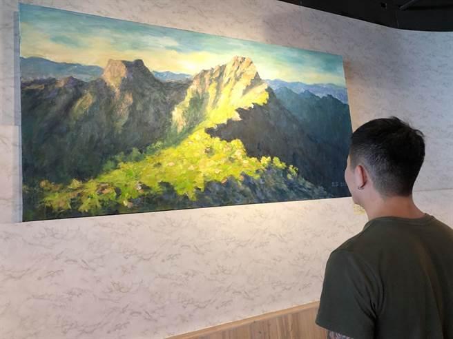 最美的玉山彩繪都在這,樂樂義廚展出油畫大師許宜家作品。(樂樂義式廚房提供)