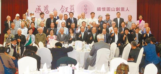 1986年9月28日創建民主進步黨,昨日,游錫堃邀請昔日創黨同志重返歷史現場,為台灣的民主發展作見證。(中央社)