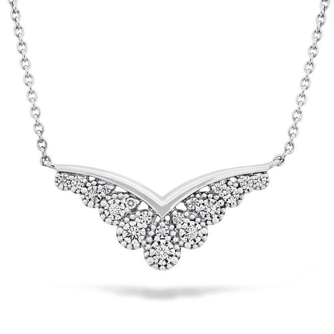 HEARTS ON FIRE BEHATI SILHOUETTE白K金鑽石項鍊,8萬。(HEARTS ON FIRE提供)