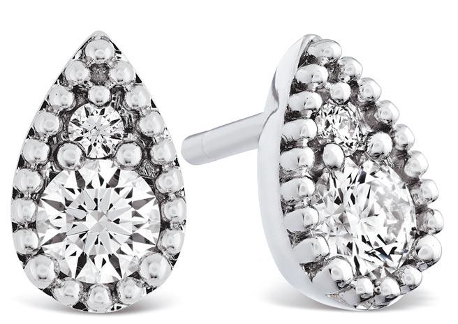 HEARTS ON FIRE BEHATI BEADED白K金鑽石耳環大型款式,8萬6000元。(HEARTS ON FIRE提供)