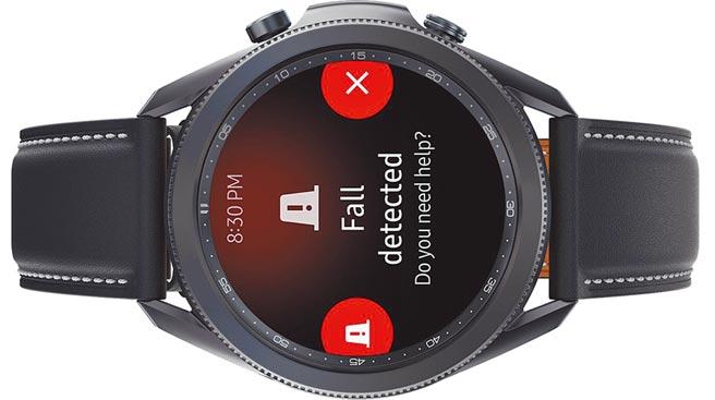 三星Galaxy Watch3新增了跌倒偵測功能,當系統偵測到可能跌倒的意外時,將立即詢問用戶是否需傳送SOS訊息給最多4位預先指定的聯絡人,Galaxy Watch Active2透過更新後也能使用。(三星提供)