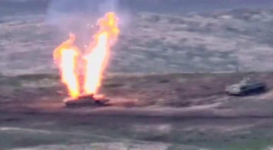 亞美尼亞國防部公開的照片顯示,亞塞拜然裝甲車在爭議區開火。(亞美尼亞國防部)