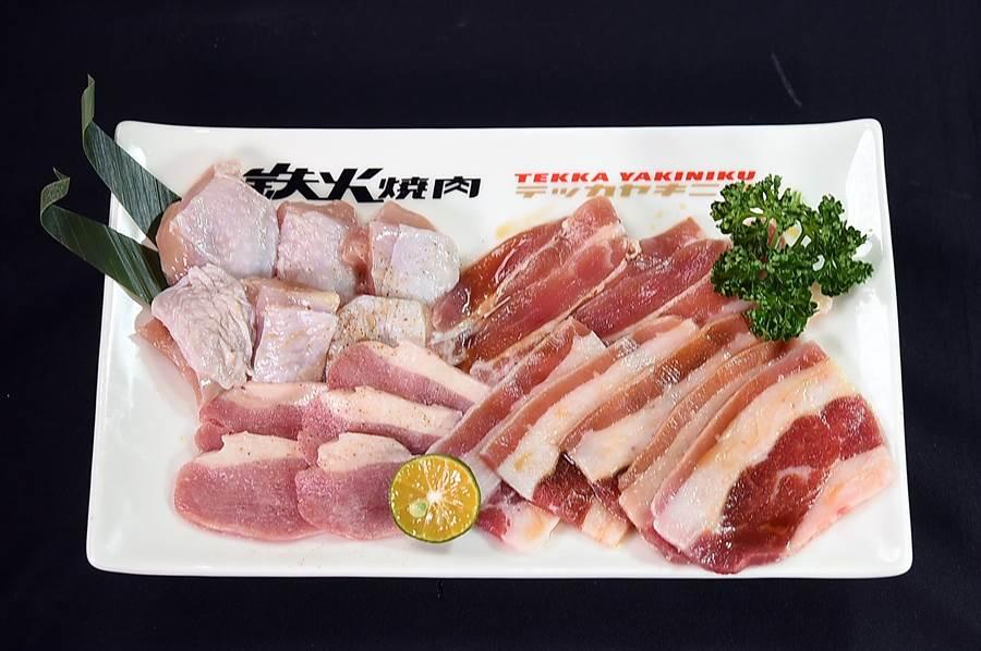 微風台北車站〈鐵火燒肉〉198元個人燒肉套餐的燒烤食材,有溫體雞腿肉、西班牙豬五花、櫻桃鴨和牛五花。(圖/姚舜)