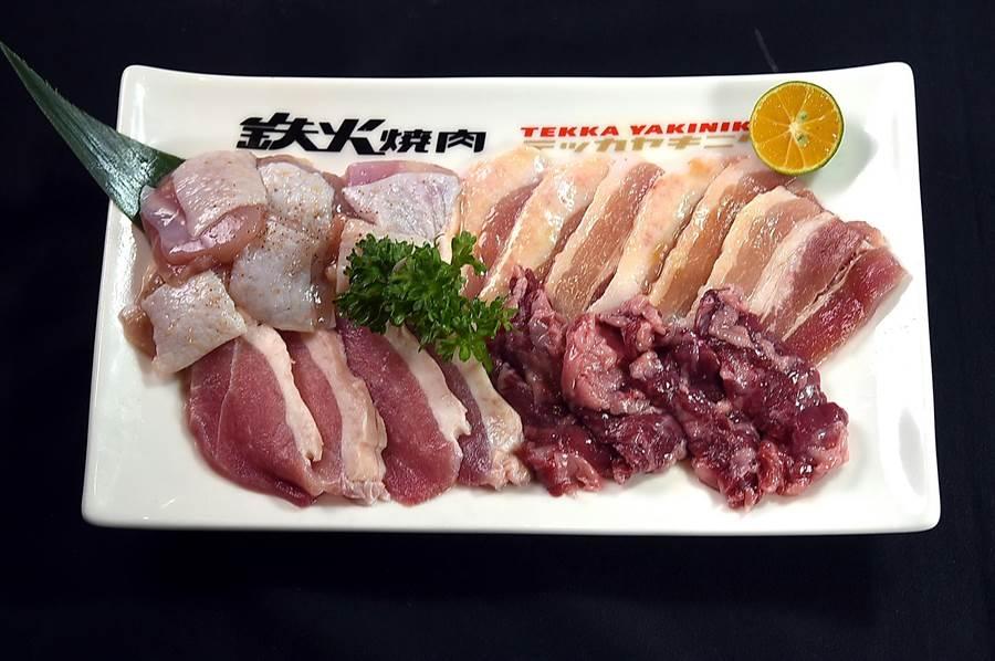 〈鐵火燒肉〉菜單358元的個人燒肉套餐,主要食材包括:溫體雞腿肉、西班牙豬五花、櫻桃鴨、和牛橫膈膜。(圖/姚舜)