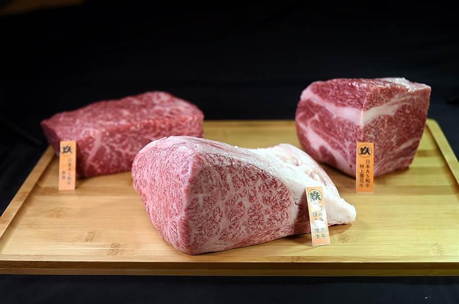 〈鐵火燒肉〉除可點食個人燒肉套餐,並可以現點現切方式享用單片的日本和牛。(圖/姚舜)