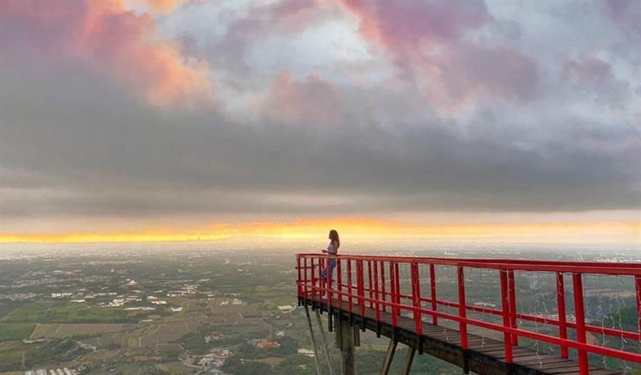 ◆ 紫心樓的天空步道,能一覽大武山的美麗景色 (圖片來源:IG @inrong516)
