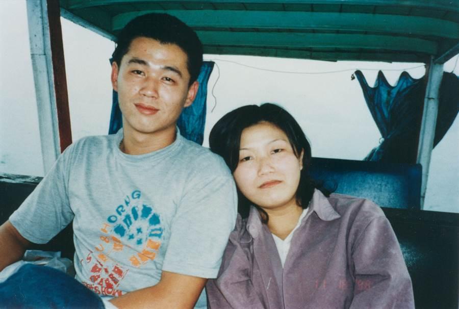 流彈擊中受害者莊嘉慧(右)與丈夫林啟文(左)合照。(中時資料庫)