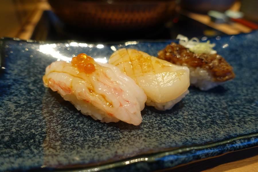 先肴「握壽司三品」獻上炙燒和牛、干貝、甜蝦3款握壽司。(黃采薇攝)